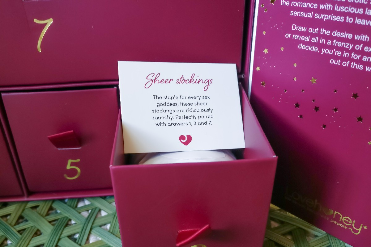 Adventskalender EIS Amorelie Lovehoney Vergleich, Adventskalender für Paare, Adventskalender Lovehoney, lohnt sich Lovehoney Adventskalender, Lovehoney Adventskalender 2020 Inhalt unboxing, Lovehoney Adventskalender 2020 kaufen, Lovehoney Adventskalender Erfahrung, Lovehoney Adventskalender für Paare, Lovehoney Adventskalender Inhalt, Lovehoney Adventskalender Inhalt 2019 was ist drin, Lovehoney Adventskalender Test, Lovehoney Adventskalender was war drin, Lovehoney Kalender günstig kaufen, Lovehoney Kalender Inhalt, Lovehoney Kalender Test, Dessous Adventskalender, Lingerie Adventskalender, Dessous Weihnachten, Unterwäsche Adventskalender, Sexy Adventskalender
